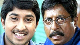 Leaked video - Actor Mr.Sreenivasan Beating His Son Vineeth Sreenivasan..!!!