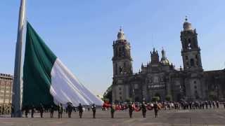 Izamiento de la Bandera Nacional en el Zócalo de la Ciudad de México