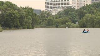 Good Samaritan jumps in Veterans' Park lagoon to save woman who fell from canoe