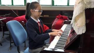 學生鋼琴表演