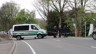 Polizei bei der Spurensuche nach dem Anschlag auf den BVB