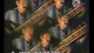 Great song of Waheed Qasimi, a famous Afghan singer. Sar khushi an Nargesi Mastana e