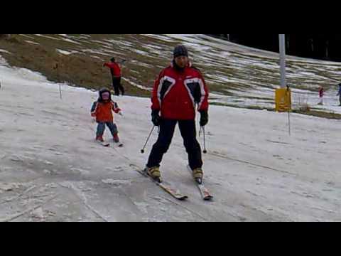 3 Year Old Ella Thomas Skiing