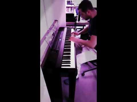 Când întâlnești un pian Yamaha P 515 te bucuri singur în camera ta.