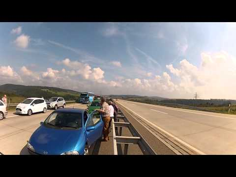 Audi RS4 Avant (B7) Blow by on Autobahn (turn up your speakers!)
