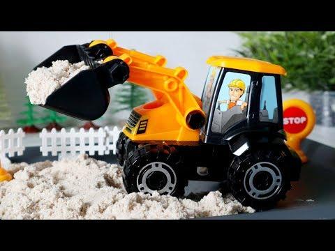 видео: Трактор - игрушка для детей. Собираем трактор погрузчик. Машины для детей