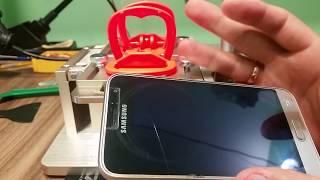 Тестовое отделение дисплейного модуля на спец оборудовании. Оборудование для ремонта телефонов.