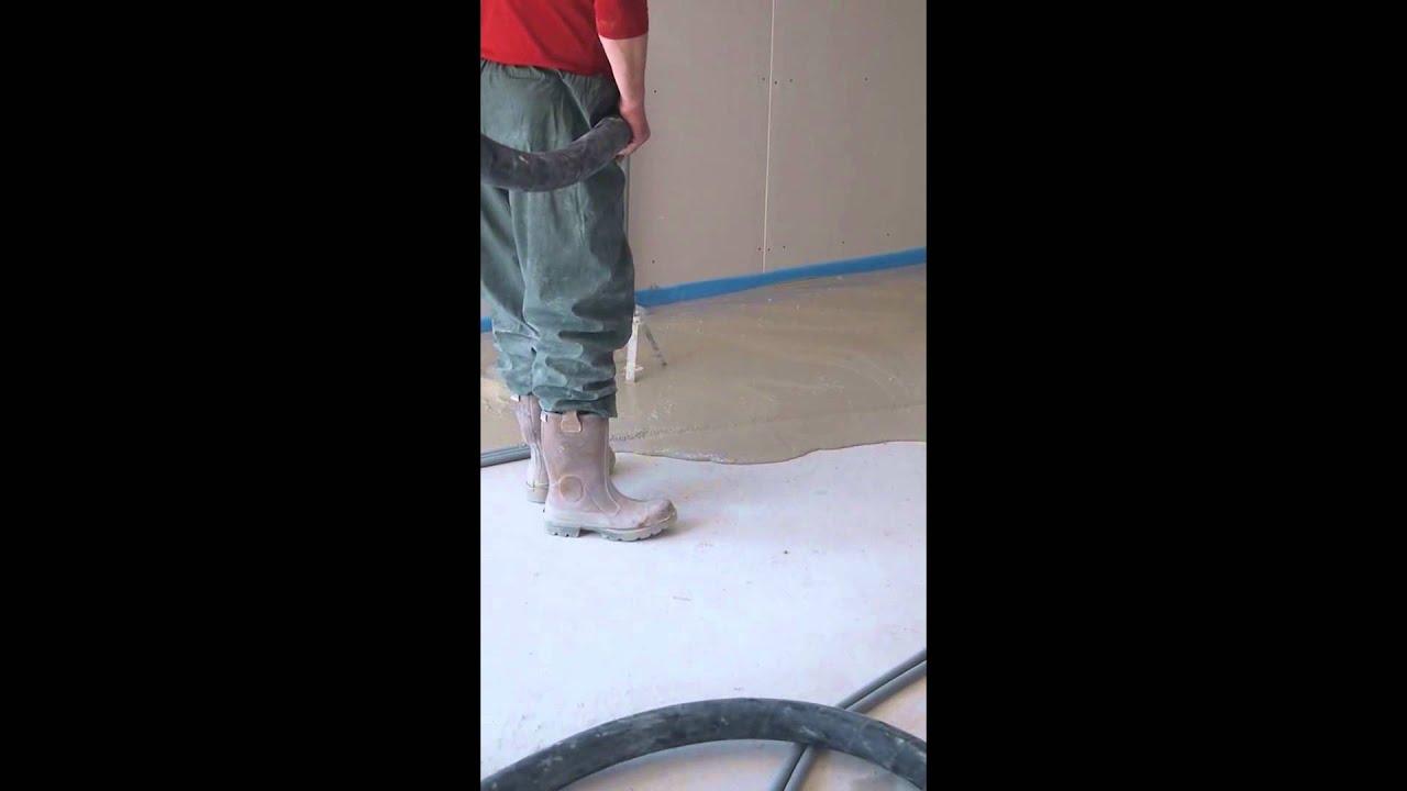 chape liquide ciment de ravoirage dans une mob maison ossature bois youtube. Black Bedroom Furniture Sets. Home Design Ideas