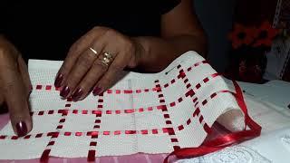 Linda toalha com barrado em etamine e guipir