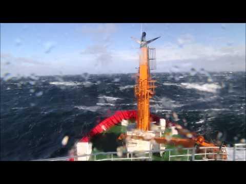 Mar agitado em águas antárticas