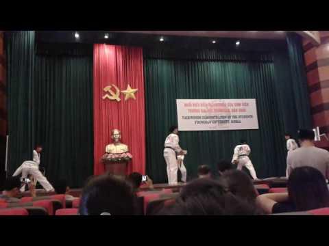 Taekwondo demonstration of the students Youngsan University, Korea in Hanoi Law University 10/5/2016