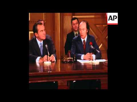SYND 16-4-72 PRESIDENT NIXON AND CANADIAN PRIME MINISTER PIERRE TRUDEAU SIGN ECOLOGY AGREEMENT
