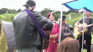 Tracey, Bob and others jam at Tahora folk festival 2009