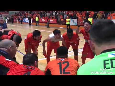 Los jugadores del Burela celebran el ascenso a Primera División