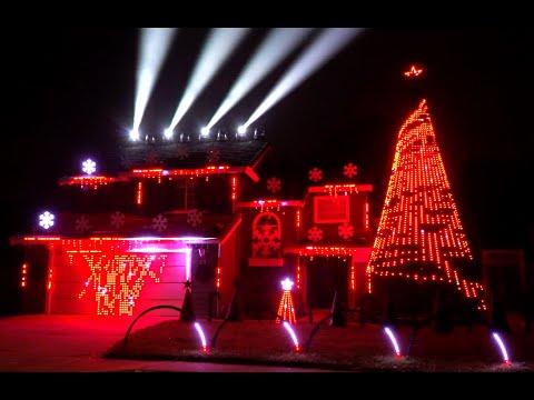 Bobby Leach - WATCH: An Extravagant Christmas Lights Display