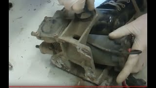 How to remove the suspension compressor on Land Rover Discovery 3