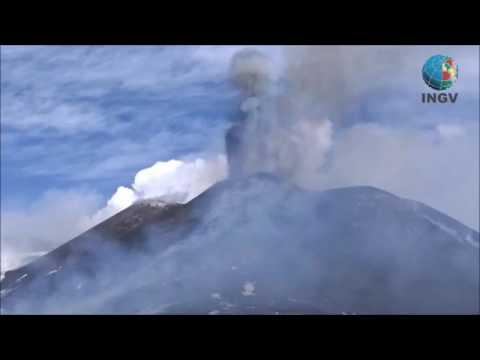 diez personas resultan heridas por la explosion de un crater del etna