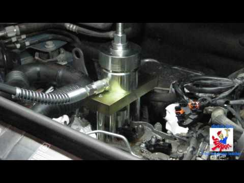Removing An Injector. M9R 2.0 Dci. Hydraulic Injector Puller.