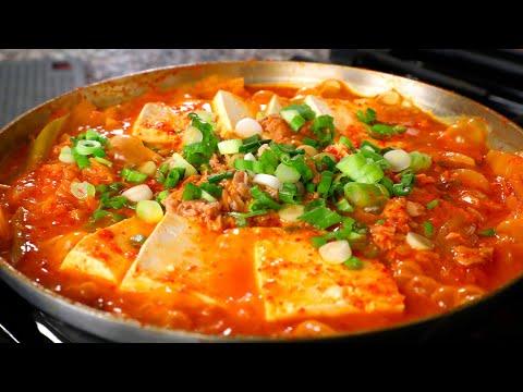 Kimchi stew with tuna (Chamchi-kimchi-jjigae: 참치김치찌개)