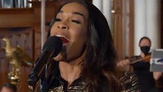 Michelle Williams sings Joshua Fit the Battle of Jericho