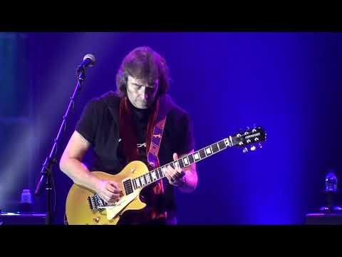"Steve Hackett- Fly on a Windshield/Broadway Melody of 1974 ""Live"" Québec 2013"