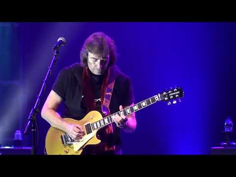 Steve Hackett- Fly on a Windshield/Broadway Melody of 1974