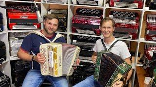 Парень из Торжка в гостях салона «Баянист» Песни и аукцион доступных гармоней.