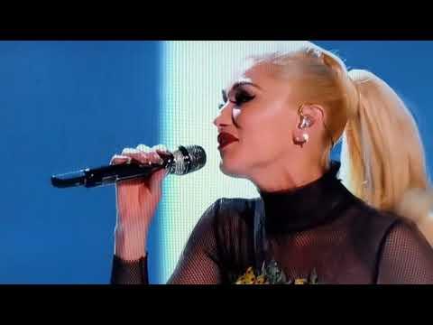 Gwen Stefani & Blake Shelton - You Make It Feel Like Christmas