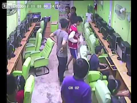 Fight in internet caffe For Game ''call of Duty''