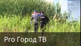 �������� ���� Вытаскивают труп женщины из реки ������