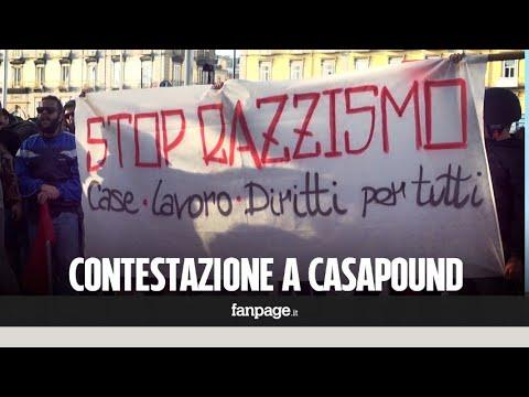 """Napoli, Casapound protesta contro gli immigrati e viene contestata: """"Fuori i fascisti"""""""
