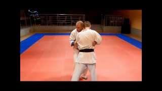 Saifa bunkai/oyo; Klincz zapaśniczy w kata karate. Skręty głowy w kata.