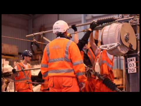 Transport Minister Norman Baker MP visits Overhead Line trainees
