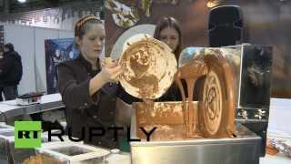 Мечта сладкоежек: 3D-принтер научился печатать шоколад(На выставке передовых технологий в Москве публике представили 3D-принтер, способный печатать изделия из..., 2014-02-14T16:11:13.000Z)