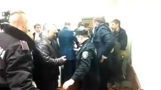 В суде над Лукаш избили Добкина(Невідомий чоловік обурився позицією Добкіна під час Майдану і вимагав від політика