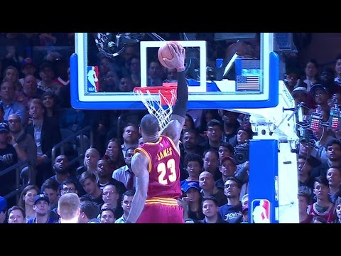 LeBron James Strong to Rack OneHand Jam at MSG  12.07.16