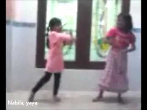 The Children Sing : Tanpa MUSIK ( Be5t - Long Distance ) Nabila & Yaya .wmv