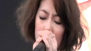 LOVE!田馥甄新加坡音乐会20110115 - 演唱How deep is your love with Olivia Ong
