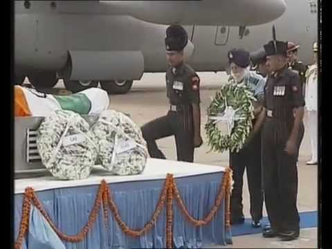 PM Modi pays his respects to former President Dr. APJ Abdul Kalam at Delhi airport