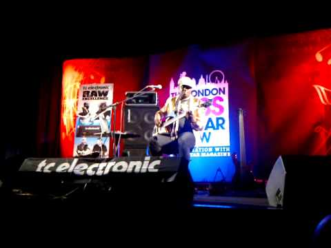"Andrew Levy at London Bass Guitar Show 2013 ""Dream On Dreamer"""