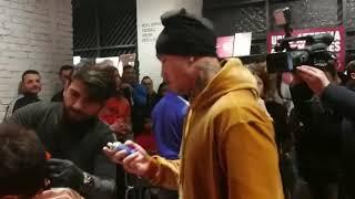 Nike Store: Nainggolan barbiere sistema il look di alcuni tifosi della Roma