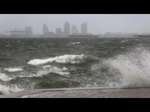 Outer bands of Hurricane Irma sweep through Miami area