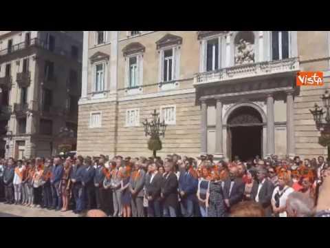 Nizza, il sindaco di Barcellona chiede alla gente un minuto di silenzio