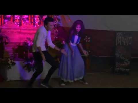 PART 1. Amazing Desi Girl and Boy - Village Wedding Dance 2016!