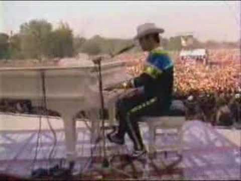 Elton John - Funeral For A Friend - Love Lies Bleeding