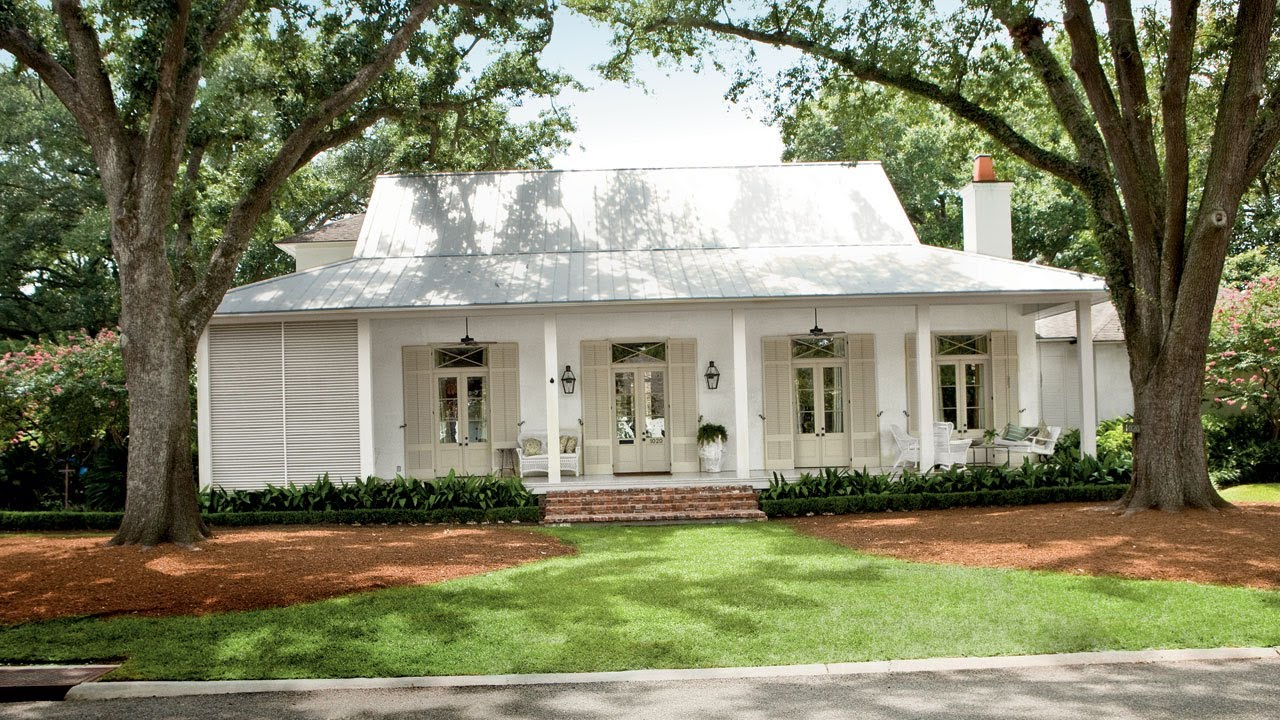 Choosing exterior paint colors southern living youtube - Exterior white trim paint pict ...