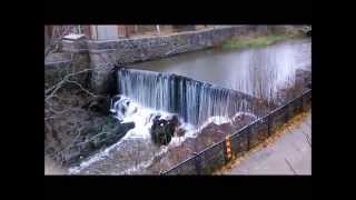 Искуственный водопад в Хельсинки