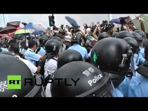 Hong Kong Stand-Off: Cops attempt to disperse Occupy Central protesters