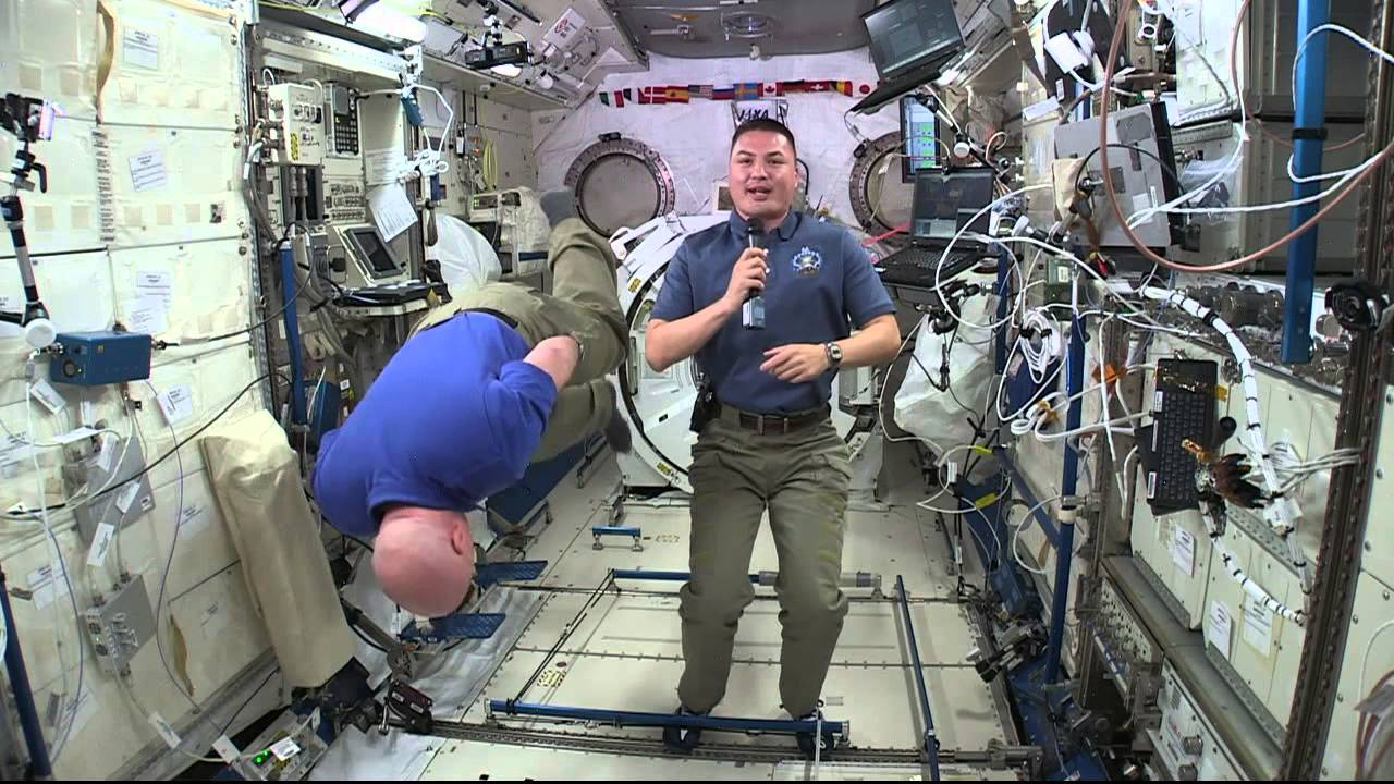 life of astronaut in space station - photo #5