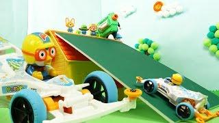 뽀로로 레이싱카로 점프해서 집넘기! 권총 탕탕탕 게임도 ★뽀로로 장난감 애니★ (Pororo Racing Car)